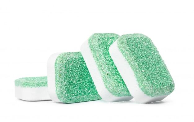 Tablettes pour lave-vaisselle sur isolat blanc Photo Premium