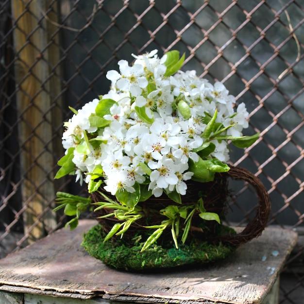 Tabouret décor de belles fleurs blanches pommier Photo Premium