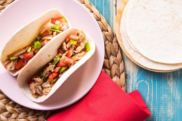Tacos Savoureux à Plat Sur Assiette Photo gratuit