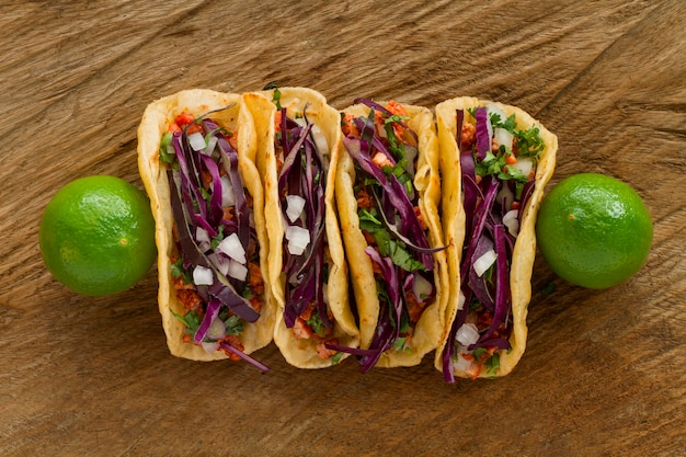 Tacos Vue De Dessus Sur Fond De Bois Photo gratuit