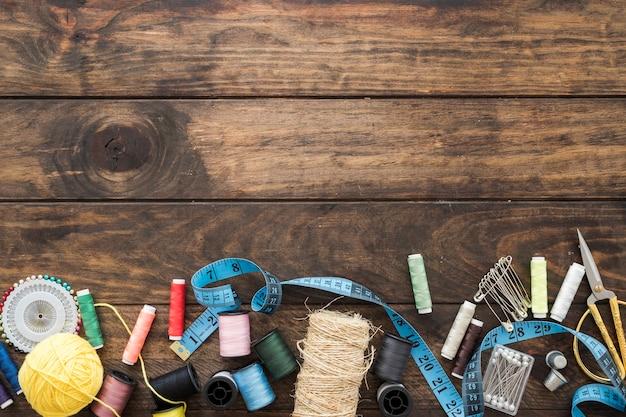 Tae mesure parmi les fournitures de couture Photo gratuit