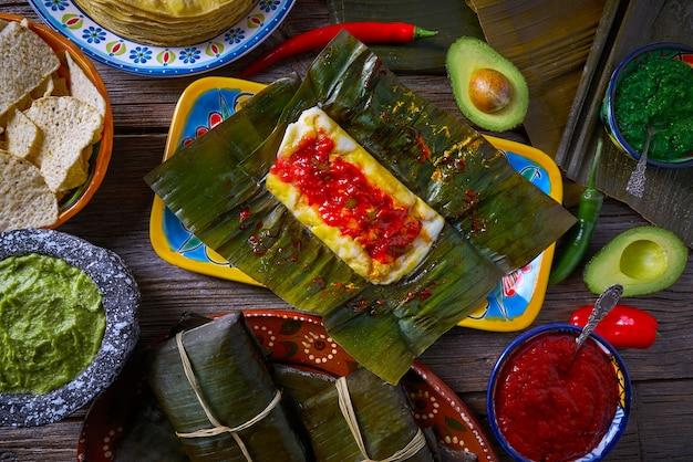 Tamale recette mexicaine avec des feuilles de bananier Photo Premium