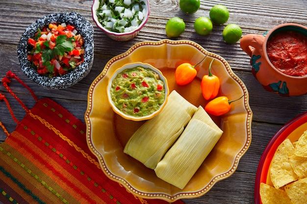 Tamales mexicaines de feuilles de maïs Photo Premium
