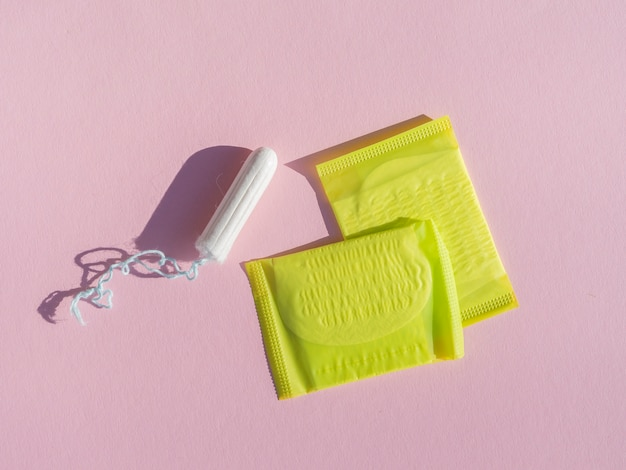 Tampon et tampons en plastique jaune Photo gratuit