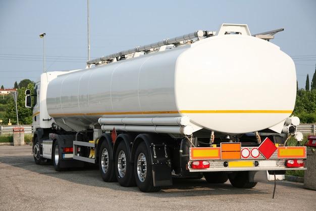 Tanker pour le transport de solvant Photo Premium