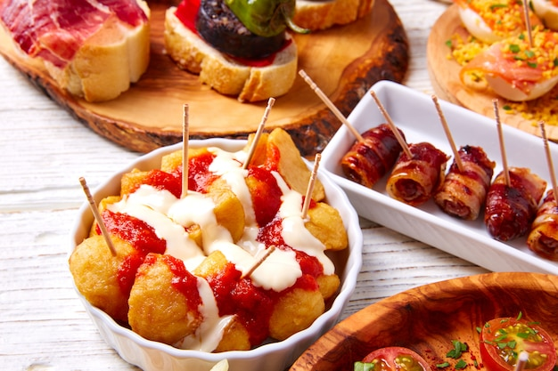 Tapas Mix And Pinchos Food From Spain Recettes Et Pintxos Photo Premium