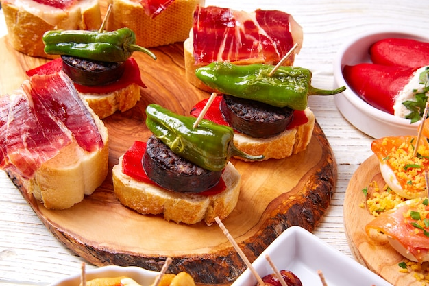 Tapas Mix And Pinchos Food From Spain Recettes Et Pintxos Photo Premium
