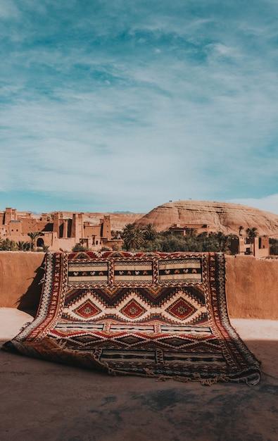 Tapis à Marrakech Avec Vue Sur La Ville Photo Premium