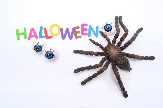 Tarentule yeux et lettres colorées qui forment le mot halloween Photo Premium
