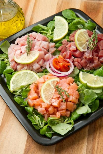 Tartare de saumon, thon et espadon Photo Premium