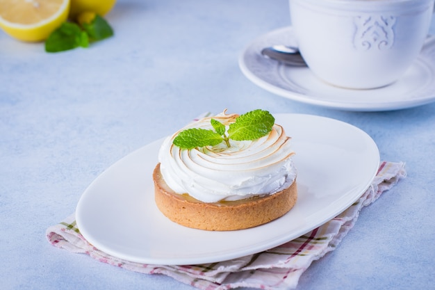 Tarte au citron avec merengue Photo Premium