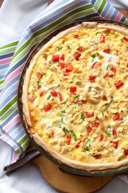 Tarte au poulet au paprika et au fromage de chèvre Photo Premium