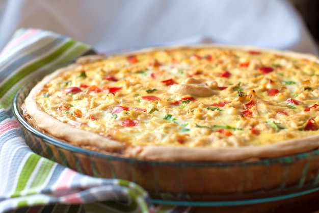 Tarte au poulet au paprika et au fromage Photo Premium