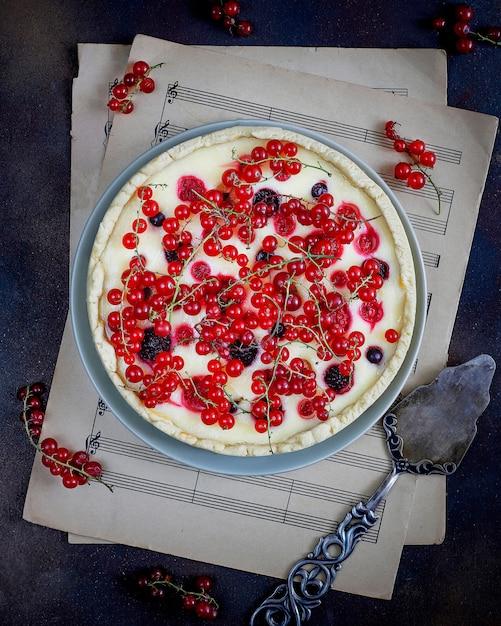 Tarte aux fruits d'été avec du fromage cottage à la ricotta Photo gratuit