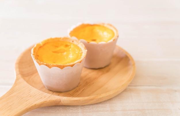 Tarte aux œufs sur plaque Photo Premium