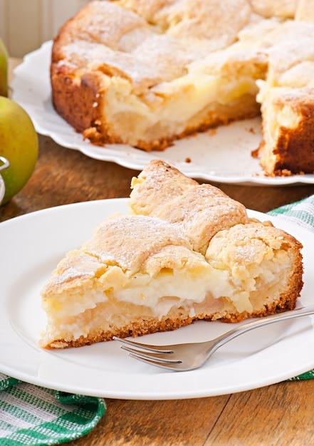Tarte Aux Pommes Avec Crème Anglaise Photo Premium