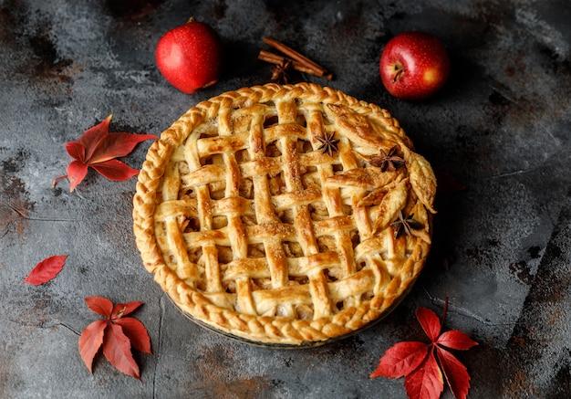 Tarte Aux Pommes Maison. Contexte Alimentaire Photo Premium