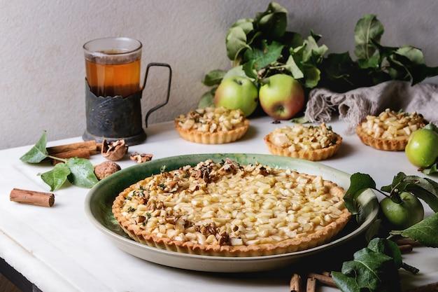 Tarte aux pommes sucrée Photo Premium