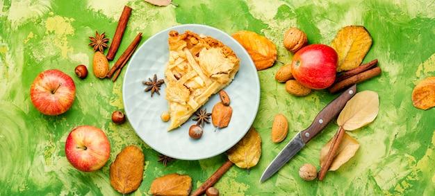 Tarte Aux Pommes Traditionnelle. Photo Premium