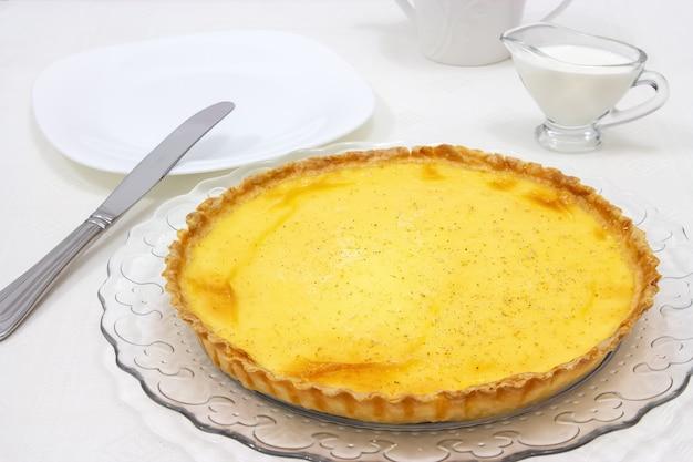 Tarte à la crème sucrée ou tarte au citron Photo Premium