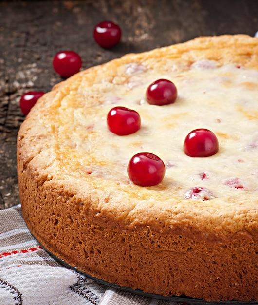 Tarte Maison Aux Cerises Et Crème Photo gratuit