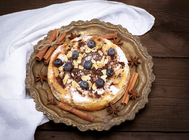 Tarte Ronde Aux Pommes Et Aux Bleuets Photo Premium