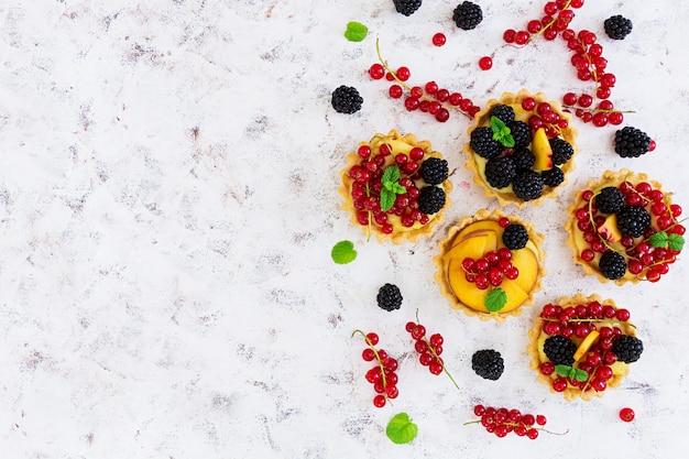 Tartelettes aux différentes baies Photo Premium