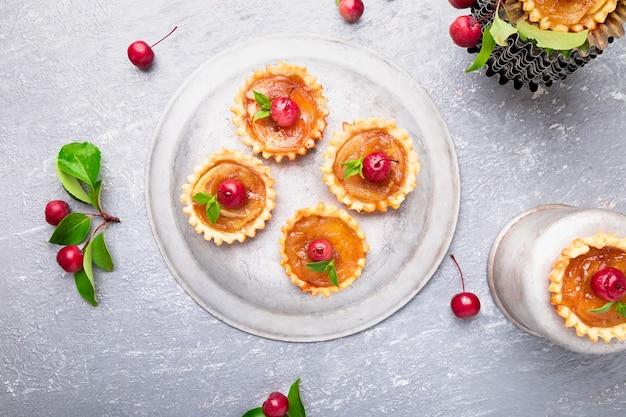 Tartelettes Aux Pommes Et Au Caramel Photo Premium
