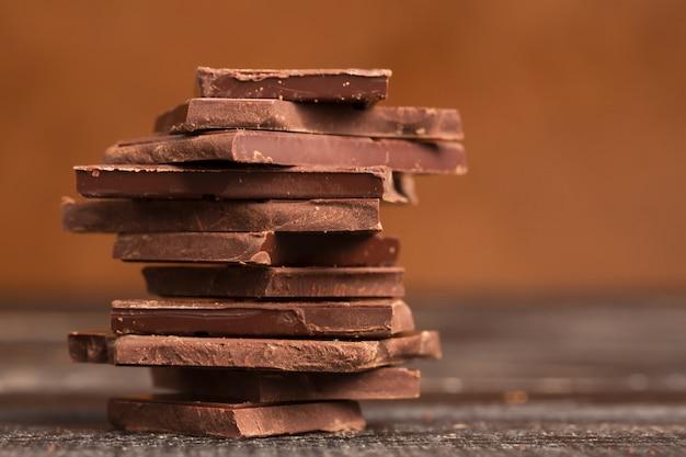 Tas de chocolat noir Photo Premium