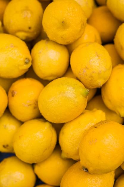 Tas de citrons jaunes juteux Photo gratuit
