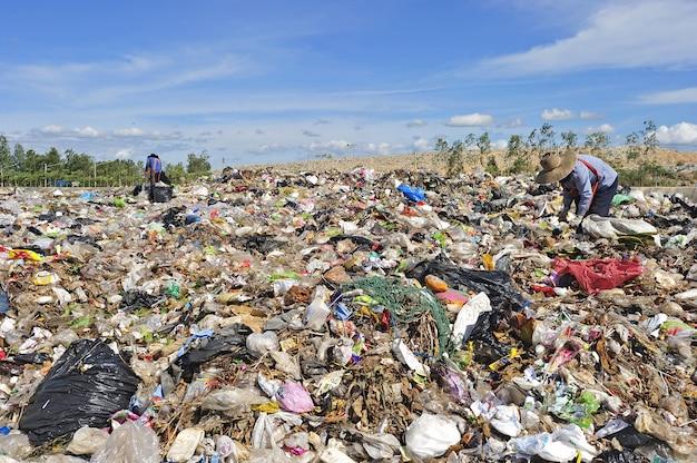 Tas D'ordures Ménagères En Thaïlande. Photo Premium