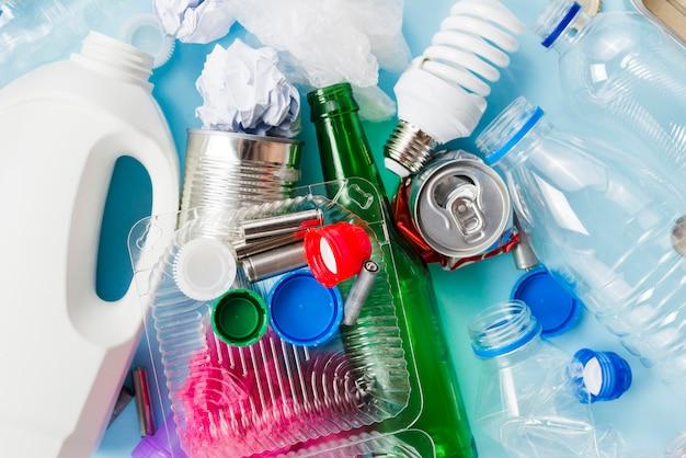 Tas d'ordures pour le recyclage Photo gratuit