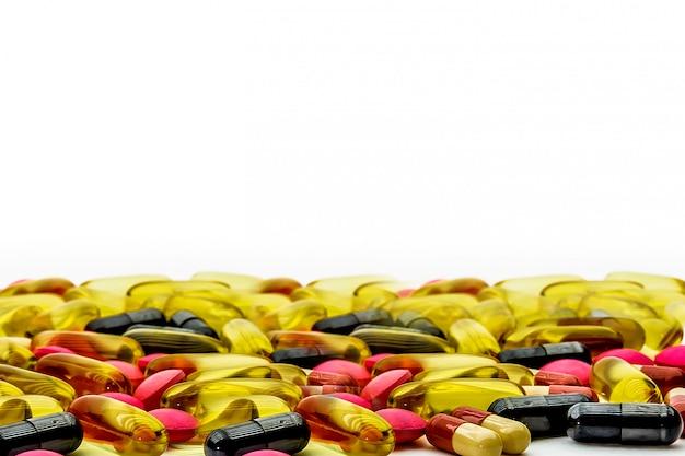 Tas De Pilule De Médecine Et Capsule De Vitamine. Concepts Médicaux Et Maladies Et Suppléments Pour La Santé Et Les Systèmes Immunitaires Photo Premium