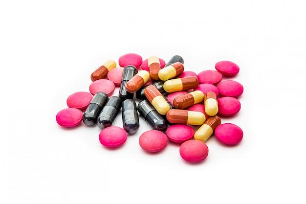 Un Tas De Pilules Médicinales Et De Capsules De Vitamines. Photo Premium