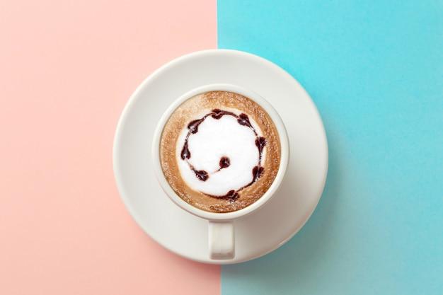 Tasse de café sur bleu et orange Photo Premium