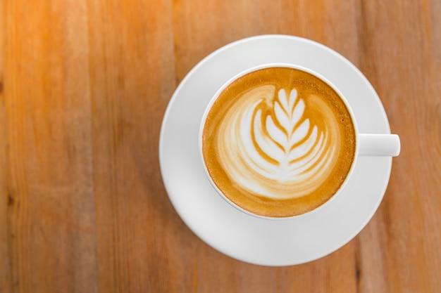 Tasse De Café Avec Un Brin De Blé Dessiné Dans L'écume Vue De Dessus Photo gratuit