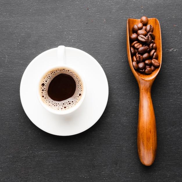 Tasse à Café Gros Plan Avec Une Boule De Haricots Photo gratuit