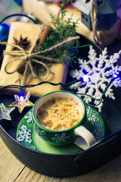 Tasse De Café Et De Haricots Comme Concept De Vacances De Noël Photo Premium