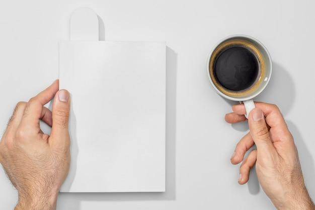 Tasse De Café Et Livres Vides Photo gratuit