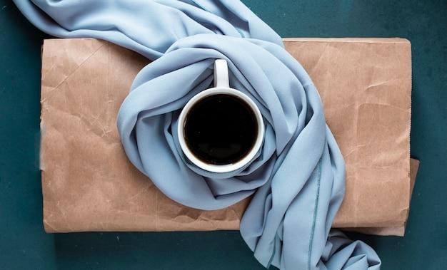 Une Tasse De Café Sur Le Morceau De Papier. Photo gratuit