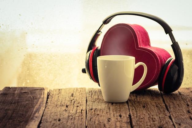Tasse à café avec musique, vintage rétro Photo Premium