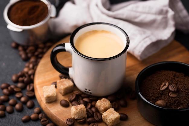 Tasse De Café Sur Planche De Bois Photo gratuit