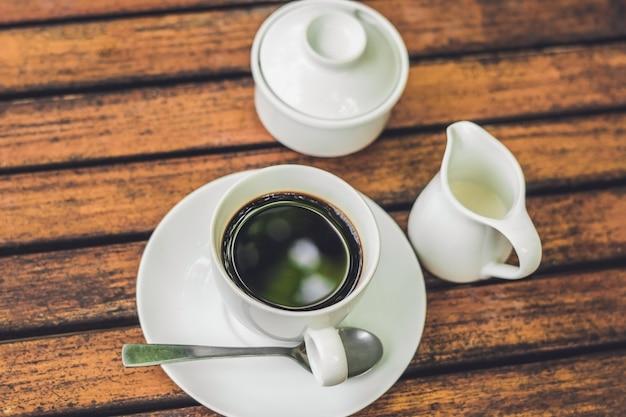 Tasse à Café Sur Table En Bois En Ton Café Vintage Photo Premium