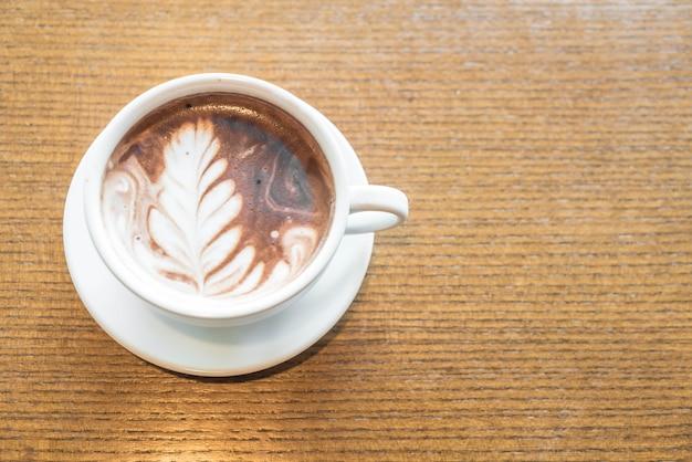 Une tasse de chocolat au lait Photo Premium