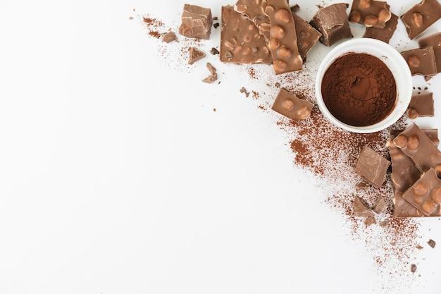 Tasse pleine de poudre de cacao Photo gratuit