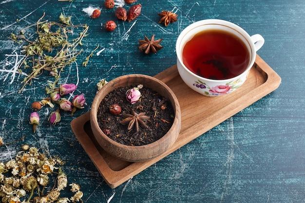 Une Tasse De Thé Aux Herbes. Photo gratuit