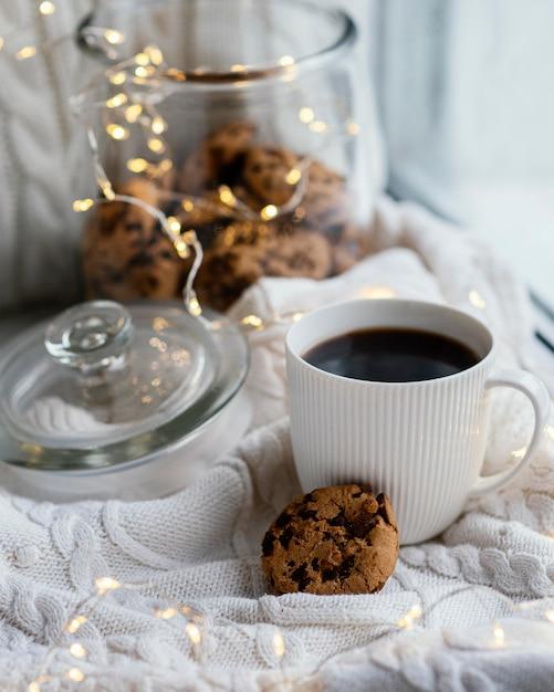 Tasse De Thé Et Biscuits Photo gratuit