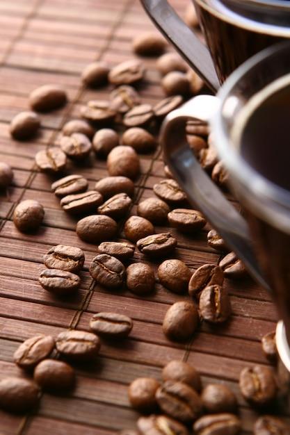 Tasses à Café Avec Grains De Café Photo gratuit