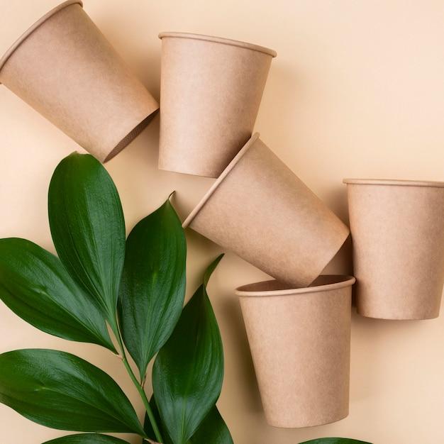 Tasses De Vaisselle Jetables écologiques Photo gratuit