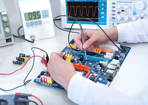 Tech Teste L'équipement électronique Photo Premium
